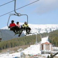 Лыжники на подьемнике :: Константин Хлапов