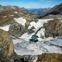 небольшой ледник и ледниковое озерцо :: Elena Wymann