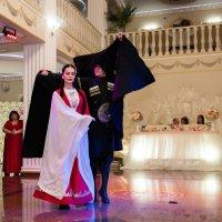 танцы на свадьбе. :: Батик Табуев
