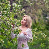 Девушка в цветах :: Kristina Ipatova
