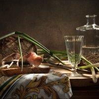 Рюмка водки, зеленый лук и немного скумбрии :: Lev Serdiukov