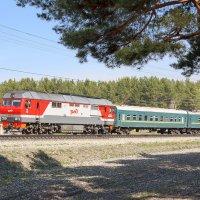 Тепловоз ТЭП70БС с пригородным поездом :: Игорь Ломакин