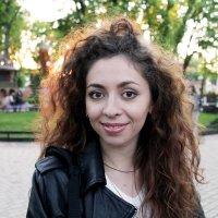 Девушка в парке :: Евгения Ламтюгова