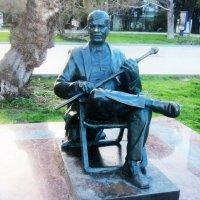 Ялта. Памятник Михаилу Пуговкину :: татьяна