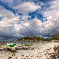 о.Боракай,Филиппины...после шторма,отлив и кайтеры! :: Александр Вивчарик