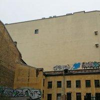 Одинокое окно :: Дмитрий Лебедихин