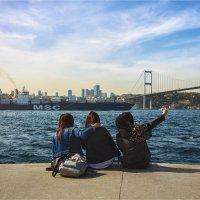Три подруги и Босфорский мост :: Ирина Лепнёва