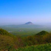 гора Змейка с горы Бештау. :: Леонид Сергиенко