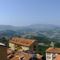 Крыши и горы Сан-Марино :: Валерий Подорожный