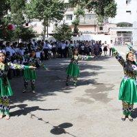 Танец выпускниц :: Михаил Костоломов