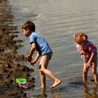 Детство - это счастье помесить грязюку :: Анатолий Шулков