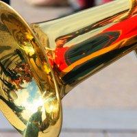 Судьба играет человеком, а человек играет на трубе! :: Николай Кондаков