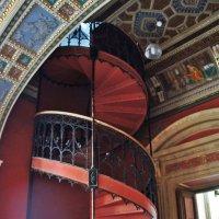 Винтовая лестница в  мастерскую скульптуры :: Елена Павлова (Смолова)