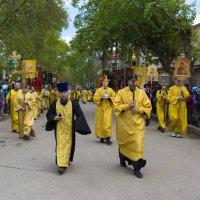 Во главе праздничной процессии :: Юрий Митенёв