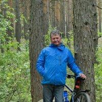Портрет в лесу с велосипедом :: Михаил Полыгалов