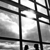 Девушки у окна :: Анатолий Шулков