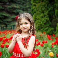 Рената с тюльпанами :: Наталья Сарафанникова