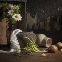 натюрморт с ромашками и виноградом :: Evgeny Kornienko