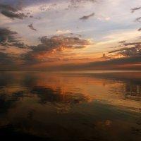 В море смотрятся облака :: Нилла Шарафан