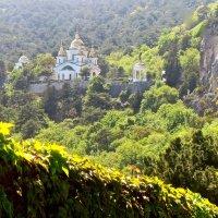 церковь в Крымских горах :: Елена