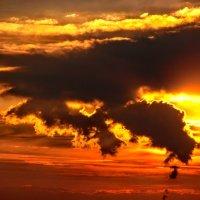 Дракон над Москвой . Архивное фото 2010 года :: Анатолий Колосов