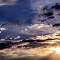 Рисует свето-краской в небе солнце :: Анатолий Клепешнёв