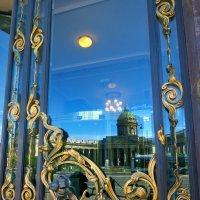 отражение Казанского в Доме Зингера :: Елена