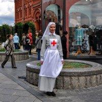 Сестрица  Даша вам ...сделает укол... :: Анатолий Колосов