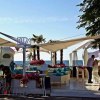 пляжное кафе :: Александр Корчемный