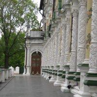 Колонный    трапезного храма. Троице-Сергиева лавра :: Маера Урусова