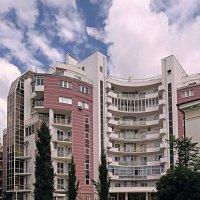 Облака и дом :: Валерий Дворников