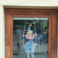 Смех  в окне :: Алексей Медведев