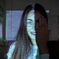 Проекция на лице девушки :: Anna Sarycheva