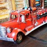 Пожарная машина из прошлого. :: Ludmila Frumkina