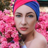 Девушка в розах :: Kristina Ipatova
