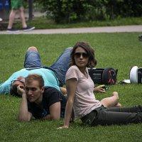 Отдых на траве :: Яков Реймер