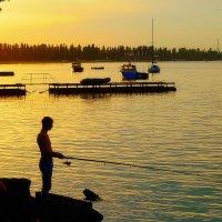 Рыбак на закате :: M Marikfoto