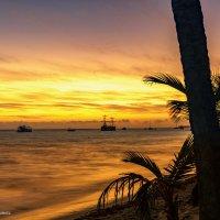 Встречая рассвет над Атлантическим океаном :: Наталия Горюнова
