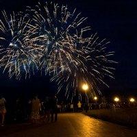 Праздничный салют в Иркутске :: Владимир Гришин