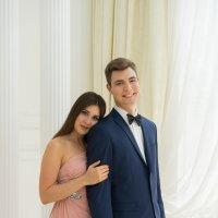Брат и сестра в белом зале :: Ирина Вайнбранд
