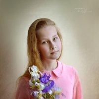 Девочка с ирисами :: Светлана Мороз