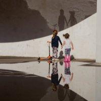 Отражение и тень :: Павел Кореньков
