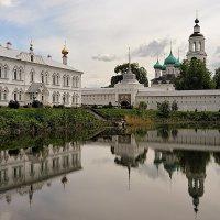 Монастырские отражения, в Толгском монастыре :: Николай Белавин