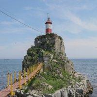 Басаргинский маяк во Владивостоке :: Владимир Леликов