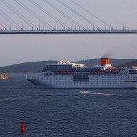 """Круизный лайнер """"Costa NeoRomantica"""" покидает Владивосток :: Абрис"""
