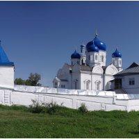 Под небом голубым... Боголюбово. Монастырь. :: Николай Панов