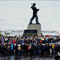 Бессмертный полк на Приморской площади Североморска :: Кай-8 (Ярослав) Забелин