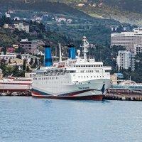 Большие корабли из океана :: Юрий Яловенко