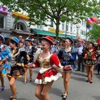 Фестивальное шествие (серия). Леди в шляпках :: Nina Yudicheva