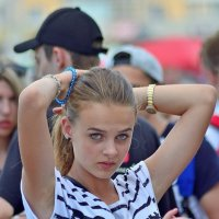 Поправляя хвостик... :: Юрий Анипов